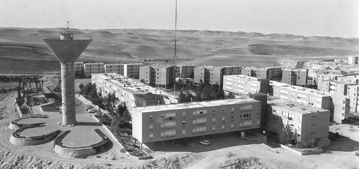 """מגדל המים ושכונות שנות ה 80, צילום באדיבות לע""""מ, צלם: סער יעקב"""