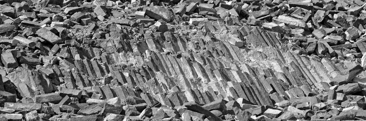 משושי סלע במנסרה, מכתש רמון. צלם: דר' אבישי טייכר