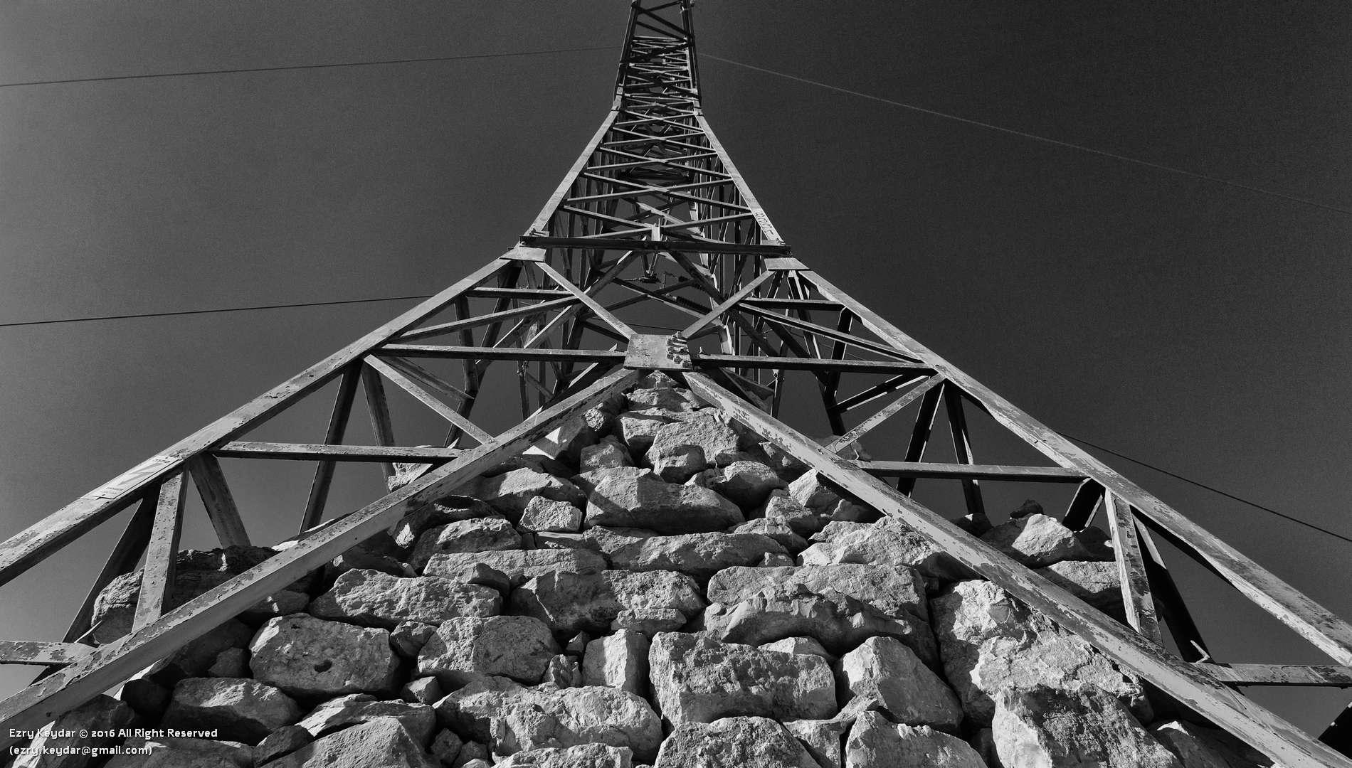 Desert Sculpture Park, Mitzpe Ramon, Noam Rabinovich, Pole #8331 Blue-Line